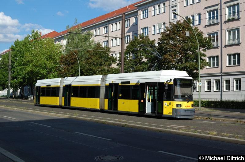 Bild: 2031 als Linie M8 in der Wendestelle Kniprodestr./Danziger Str.