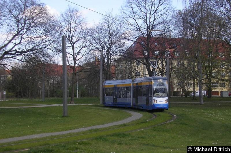 Bild: 1307 als Linie 2 im Park an der Naunhofer Straße.