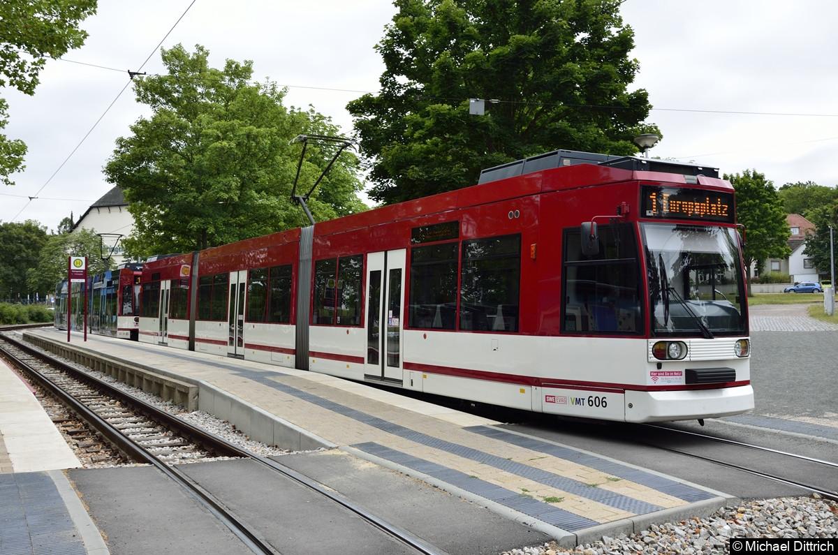 606 + 605 als Linie 1 an der Haltestelle Thüringenhalle.