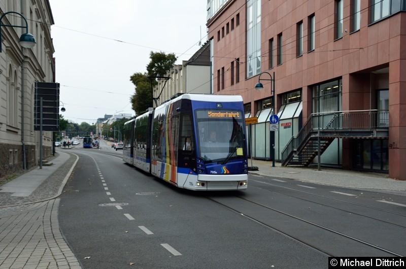 Der aus Jena ausgeliehene Wagen 705 bei der Sonderfahrt in der Logenstraße Ecke Große Scharnstr.