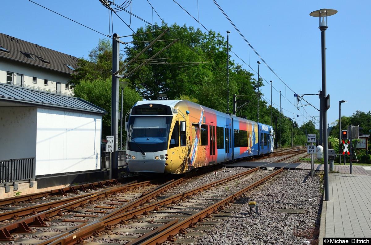 1010 auf dem Weg zu seiner Abfahrtshaltestelle in Heusweiler Markt. Hier fahren die Züge jeweils im Gegengleis.