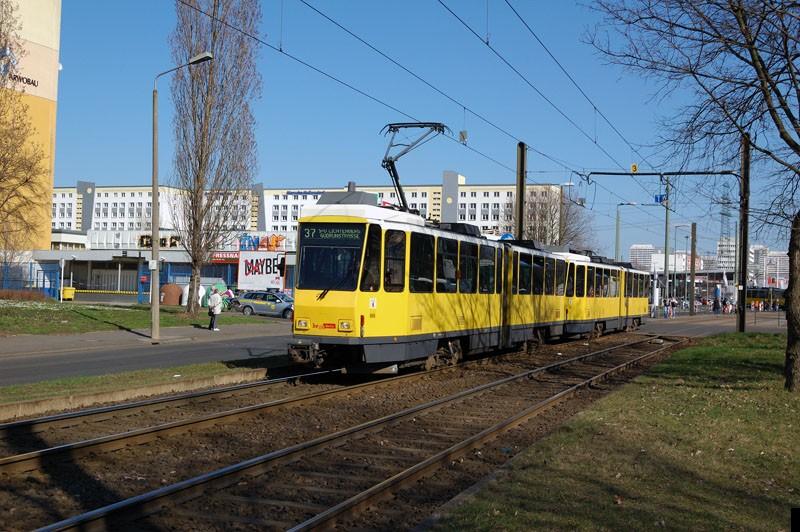 Bild: 7081 als Linie 37 kurz hinter der Haltestelle Alle der Kosmonauten/Rhinstr.