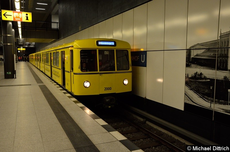 Bild: 2000/2001 und 2020/2021 als Linie U55 am Hauptbahnhof.