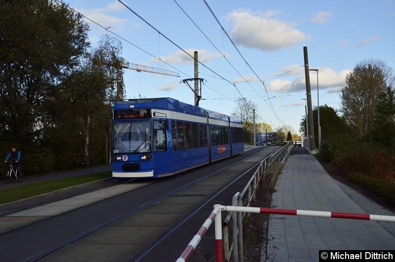 676 als Linie 5 kurz vor der Haltestelle Stadthafen.