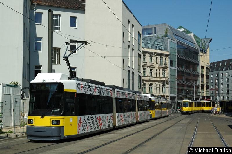 Bild: 1021 + 1018 als Linie M4 in der Großen Präsidentenstraße.
