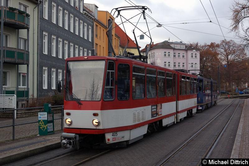 Bild: KT4D 405+435 als Linie 7 an der Haltestelle Sparkassen-Finanzzentrum.