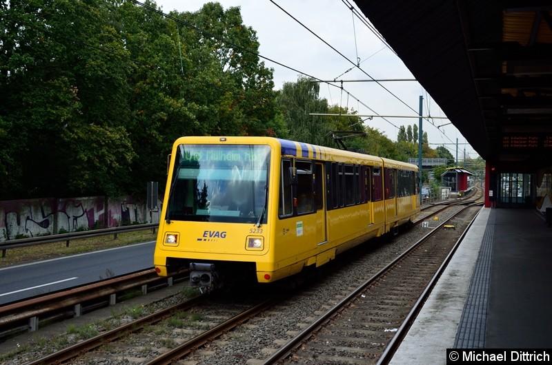 Bild: 5233 als Linie U18 auf dem Weg nach Mülheim Hbf. kurz hinter der Haltestelle Rosendeller Straße.