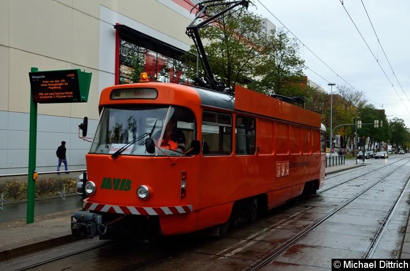 Wagen 708 an der Haltestelle Mittagsstraße.