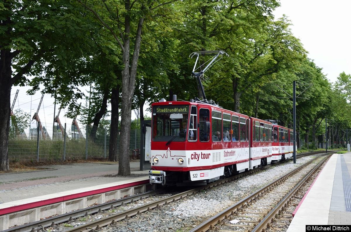 Stadtrundfahrt Erfurt mit den KT4D 522 und 512 an der Haltestelle Landtag.