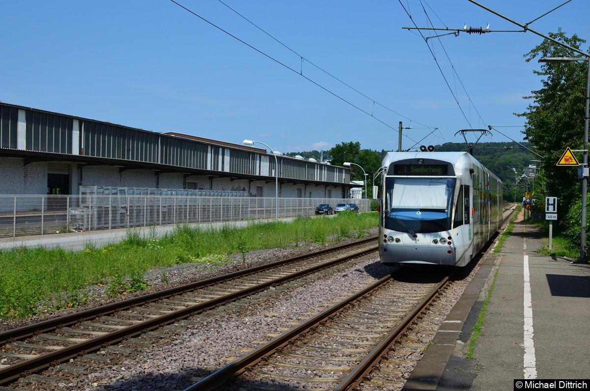 1024 verlässt gerade den Halt in Bübingen in Richtung Siedlerheim.